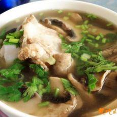 孕妈妈的家常饮食--口蘑大骨汤