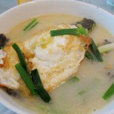 荷包蛋煮黄骨鱼汤