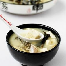 鳙鱼头豆腐汤