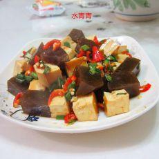 豆腐丁拌卤蹄冻
