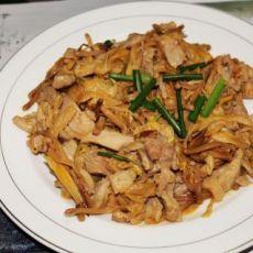 黄花菜烩鸡腿肉的做法