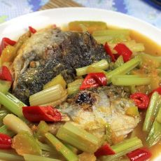 南瓜西芹烩三文鱼头