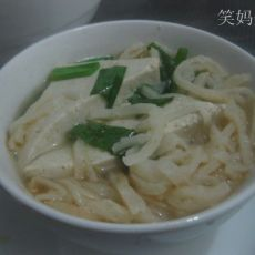 小葱豆腐烩饼的做法