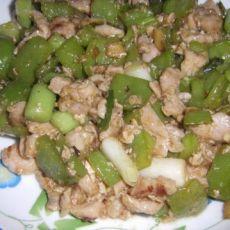 鸡丁烩青椒的做法