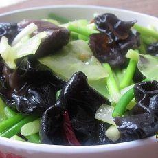 清炒莴苣木耳蒜台--清爽的一道菜