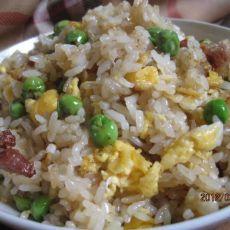 豌豆腊肠蛋炒饭的做法