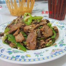 蒜米辣椒炒卤肉的做法