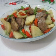 土豆炒卤肉的做法