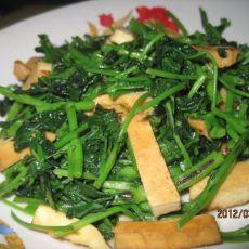 五香豆干炒红花草的做法
