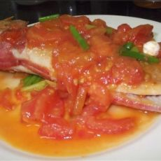 大眼鸡鱼煮番茄