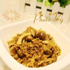 蟹味菇咖喱炒饭的做法