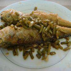 酸豆角焖黄花鱼――下饭菜