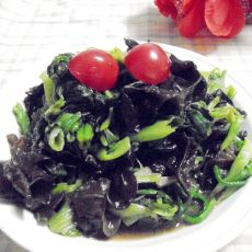 木耳拌菠菜的做法