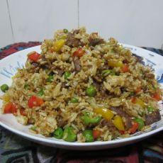 豌豆肉粒彩椒炒饭的做法