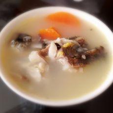 胡萝卜鲫鱼汤