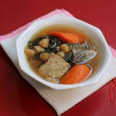 胡萝卜菜干生鱼汤