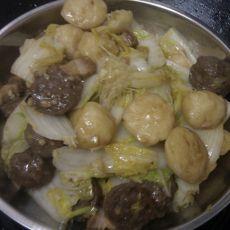 大白菜炒烧肉肉丸的做法