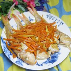 胡萝卜焖红杉鱼