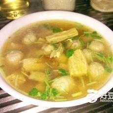虫草花支竹滚肉丸汤