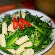 鱿鱼炒韭菜花的做法