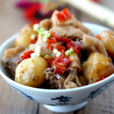 土豆剁辣椒蒸鸡块