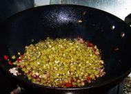 酸辣开胃的肉末酸豆角的做法步骤:7