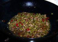 酸辣开胃的肉末酸豆角的做法步骤:8