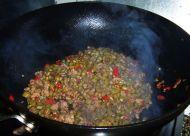 酸辣开胃的肉末酸豆角的做法步骤:9