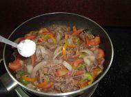 杂蔬炒牛肉的做法步骤:8