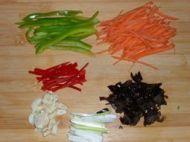 鱼香肉丝的做法步骤:2