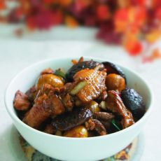 香菇板栗鸡煲