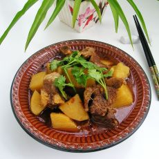 土豆炖排骨的做法