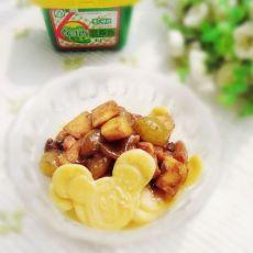 苹果葡萄鸡丁卡通炸酱面片的做法