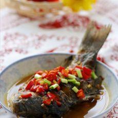 一勺酱带来的经典风味:家庭秘制版酱烧鲫鱼