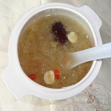 红枣莲子燕窝汤