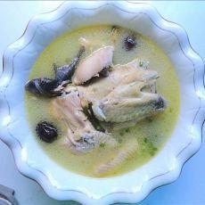 红枣黄芪鸡汤的做法