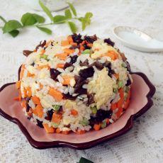 胡萝卜木耳蛋炒饭的做法
