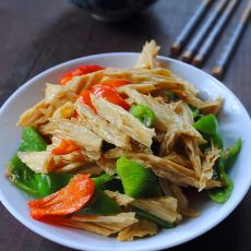 双椒炒腐竹的做法