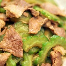 苦瓜炒肉片的做法