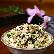 香椿芽拌豆腐--小菜一碟的做法