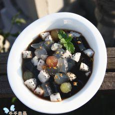 蜂蜜水果龟苓膏的做法