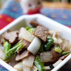 洋葱炒卤牛肉的做法