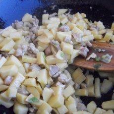 第一道小菜,咖喱鸡肉土豆拌饭的做法