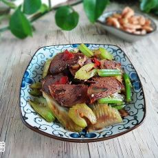 西芹拌牛肉片的做法