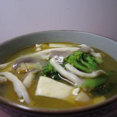 海鲜豆腐菌菇汤的做法
