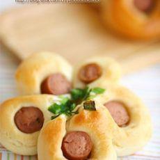 梅花热狗面包