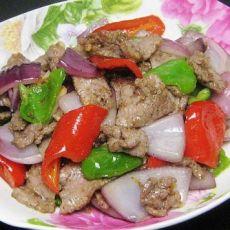 青红椒洋葱炒牛肉的做法