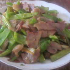 腊肉炒青椒的做法