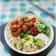 红烧猪肠鸡蛋菜汤面