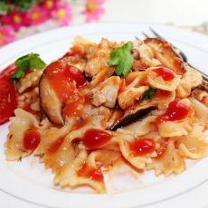 鸡肉蘑菇茄汁蝴蝶面的做法